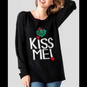 'Kiss Me' Black Mistletoe Francesca's Sweater (M)